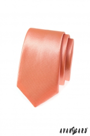 Jednofarebná úzka kravata v lososovom tóne