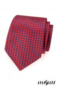 Červená kravata s modrým vzorom