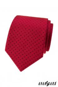 Červená kravata malé čierne obdĺžniky