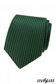 Zelená kravata s kockovaným vzorom