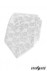 Biela kravata s kvetinovým vzorom