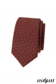 Hnedá slim kravata s tmavo modrým vzorom