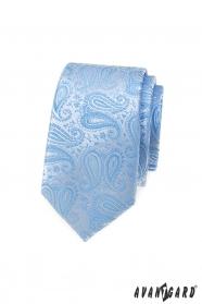 Úzka kravata so svetlo modrým paisley vzorom