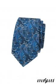 Úzka kravata s modrým paisley vzorom