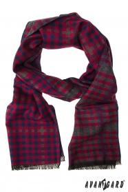Červený šál s kockovaným vzorom