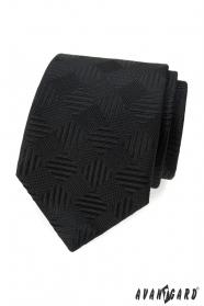 Čierna kravata s štvorcovým vzorom