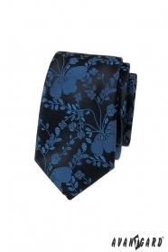 Úzka kravata s modrým vzorom